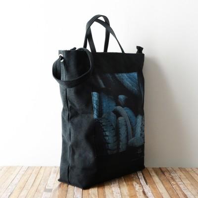 Photo de notre Tote Bag en coton PNEU par Monsieur Charli