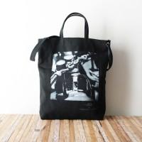 Photo de notre Tote Bag en coton MOTO par Monsieur Charli