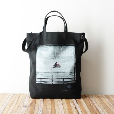 Photo de notre Tote Bag en coton BIKER par Monsieur Charli