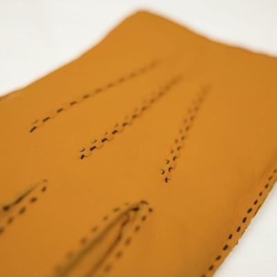 Photo de notre Gants en cuir HAYMERIC moutarde par Monsieur Charli